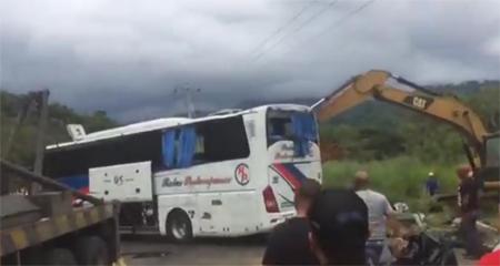 Bus pierde pista vía Jipijapa deja 15 fallecidos.