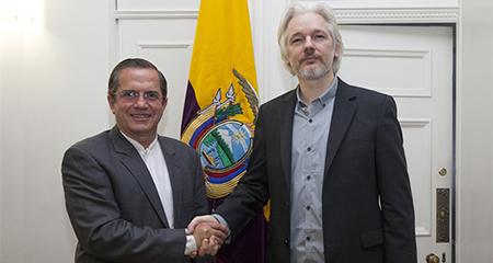 Asilo de Julián Assange en embajada ecuatoriana habría sido a cambio de su silencio (Video)