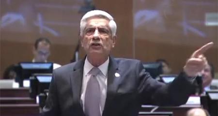 Asambleísta Callejas enfrenta a correístas (Video)