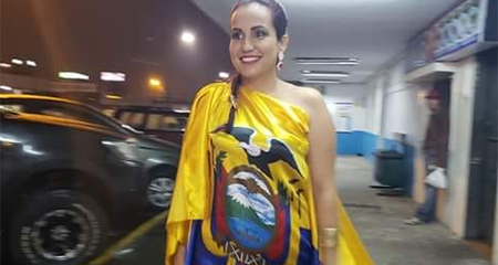 Candidata a viceprefecta causa críticas tras ser vista con vestido de la bandera ecuatoriana