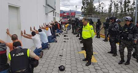 Detienen en aeropuerto de Quito a venezolanos con información sensible sobre Presidente y Vicepresidente