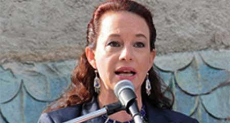 María Fernanda Espinosa, ex funcionaria de Correa acusada de corrupción, quiere dirigir la OEA