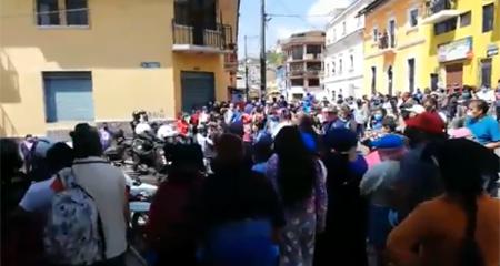Comerciantes de San Roque en Quito no quieren acatar medidas para prevenir coronavirus