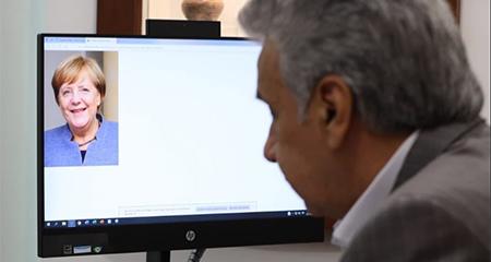 Lenin Moreno pasa vergüenza tras simular video conferencia con una foto de Angela Merkel