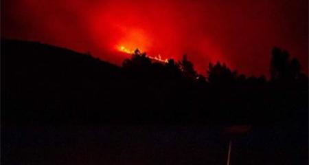 Incendio en cerro Putzalahua, en Latacunga, se extiende y consume gran cantidad de vegetación