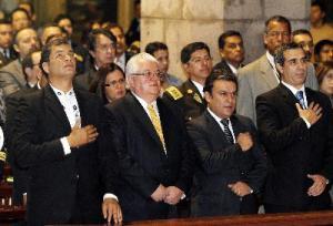Correa fue a misa y ordenó que se detenga a una ciudadana