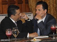 Carlos Ochoa gana más que el presidente