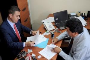 Empresario plantea revocatoria del mandato de 3 asambleístas