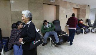 Ascensores del hospital Baca Ortiz colapsan